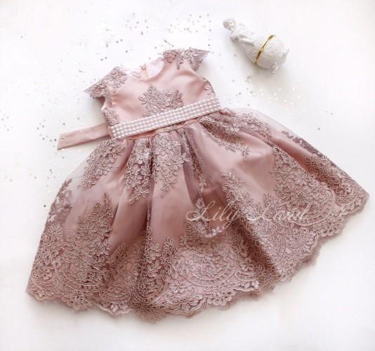 Детское нарядное платье Мелисса, цвет пудра с поясом из жемчуга