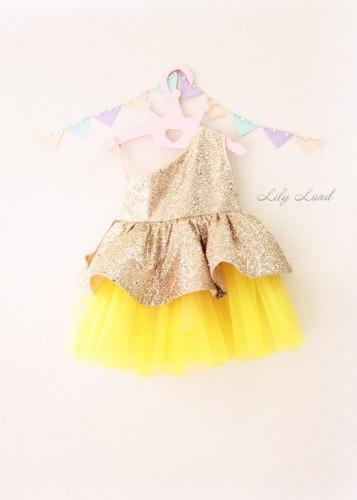 Детское платье Нинель, золотой глитер с желтым на одно плечо