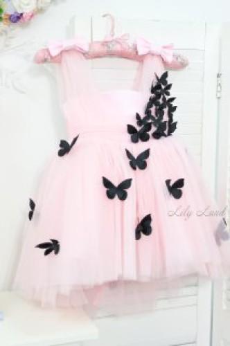 Детское платье Флер,топ открытый на плечах бретельки из евро фатина цвет розовая пудра с черными бабочками