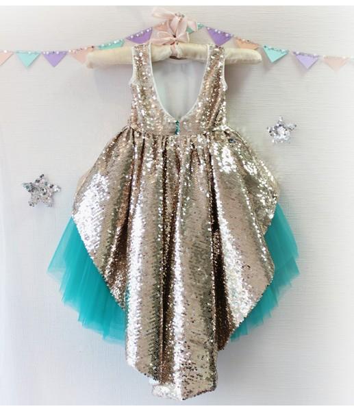Детское платье со шлейфом из пайеток, цвет золото и изумруд