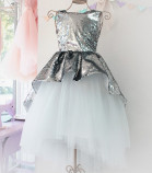 Детское платье со шлейфом из пайеток, цвет серебро и айвори