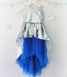 Детское платье со шлейфом из пайеток, цвет серебро и электрик