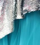 Детское платье со шлейфом из пайеток, цвет серебро и голубой